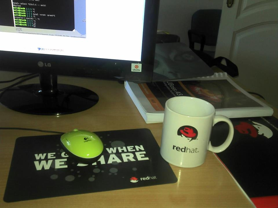 Redhat mug and mouse pad